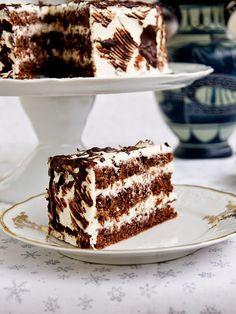 Walnut cake with mascarpone cream Czech Desserts, Sweet Desserts, Sweet Recipes, Delicious Desserts, Yummy Food, Baking Recipes, Cookie Recipes, Snack Recipes, Dessert Recipes