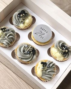 Cupcake Cake Designs, Cupcake Cakes, Cupcake Ideas, Cup Cakes, Cupcake Piping, Buttercream Cupcakes, Pretty Cupcakes, Wedding Cakes With Cupcakes, Sweet Box