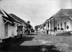 Lodjie Ketjilstraat te Djokjakarta.  Circa 1890
