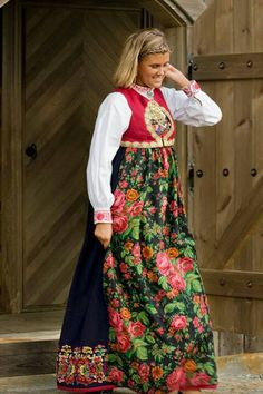 Sigdal Eggedal. Norway Folk Costume, Costumes, Norwegian Clothing, Folk Fashion, Medieval Dress, Renaissance Fair, Traditional Outfits, Bridal Dresses, Lappland