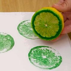 Fruit and Veggie Prints 16 Adorable DIY Wall Painting Ways For Refreshing Your Home Decor Diy Wall Painting, Diy Wall Art, Fabric Painting, Kids Crafts, Diy And Crafts, Arts And Crafts, Diy Wand, Mur Diy, Diy Gifts