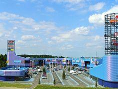Het Retailpark Roermond is een winkelcentrum met grootschalige winkels en horecavoorzieningen. Het is 363 dagen per jaar geopend, dus iedere zondag. U vindt er o.a. Media Markt, Intersport Megastore, Toys XL, AH XL, Blokker, Xenos, Electro World Tummers en Rofra Home. Iedere zondag geopend!