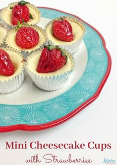 These Mini Cheesecake Cups with Strawberries are so simple, use few ingredients, and require minimal effort. However, they will tantalize your taste buds! Easy Desserts, Delicious Desserts, Dessert Recipes, Yummy Food, Strawberry Topping, Strawberry Recipes, Yummy Treats, Sweet Treats, Cheesecake Cups