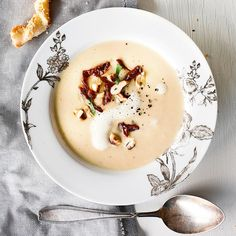 Jerusalem artichoke soup // www. Gourmet Recipes, Soup Recipes, Vegetarian Recipes, Healthy Recipes, Jerusalem Artichoke Soup, Dinner Menu, Food Inspiration, Delish, Clean Eating