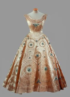 Evening dress designed by Norman Hartnell for Queen Elizabeth II, worn during the state tour of Canada and the United States, October 1957