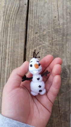 Tiny Amigurumi Olaf the Snowman Keychain by LittleJumpingCow