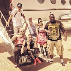 """SOME WHERE IN THE ☁️⛅️☀️#JB #Poo #Za #JBpaps #NiggasWit#Paris"" (vía @lastkingmm, Instagram)"