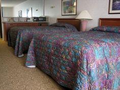 Cómo mantenerse organizado mientras se limpia una habitación de hotel | eHow en Español