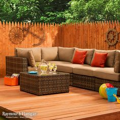 Add new life to your outdoor living space with the Cape Town outdoor living room set.