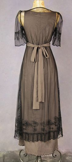 Still boasting a beautiful Victorian style with an empire waist and 0.5 length sheer sleeves _ wardrobe shop