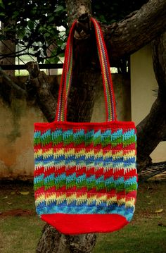 Spike Stitch looks lovely and there are a number of lovely patterns using the stitch. The shape of my bag is not unique and there are tons of lovely bags in this shape. I just put the two together ...