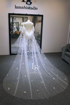 Wedding Veil, Lace Wedding, Wedding Dresses, Bridal, Flowers, Fashion, Bride Dresses, Moda, Bridal Gowns