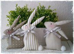 3 niedliche Hasen*taupe-weiß*Ostern*Landhaus von Little Charmingbelle auf DaWanda.com
