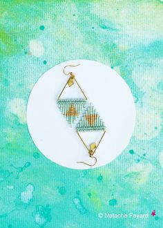 I love the mint color ! #earrings #mint #green #pastel #miyuki #delica #woven #weaving #macrame #micromacrame #triangle #graphic