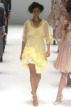 Alexander McQueen Spring 2005 Ready-to-Wear Fashion Show - Caroline Ribeiro