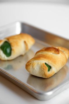 What happens when you combine cheesy jalapeño poppers with crescent dough? This three-ingredient appetizer that is sure to knock the socks off of anyone who tries it. Take a look at the incredibly easy steps, so you can re-create it for your next party. Party Dip Recipes, Best Appetizer Recipes, Vegetarian Appetizers, Mexican Food Recipes, Party Snacks, Cheap Appetizers, Appetizers For A Crowd, Cooking On A Budget, Cooking Recipes
