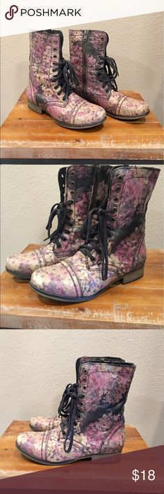 🌸Steve Madden Floral Boots🌸 Such a classic beauty by Steve Madden. Lace up booties with all over floral print. Size 7.5. True to size. Previously loved by my daughter. Some wear shows on the toes, please zoom on pics for details. Otherwise good condition. Inside zipper for easy on and off. Super soft leather. Great colors. Cute with skinny jeans or whatever makes you happy😁🌸 Steve Madden Shoes Ankle Boots & Booties