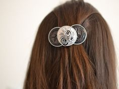 Barrette trois fleurs en Capsules Nespresso - L. et ses p'tites mains Bijoux Diy, Recycling, Creations, Hair Accessories, Soda, Earrings, Beauty, Jewelry, Ear Rings
