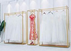 Online Shop Golden clothes shelf clothing store in the island frame double-sided women's clothing store bag display rack floor double row. Bag Display, Display Shelves, Wall Shelves, Clothing Store Interior, Clothing Store Displays, Womens Clothing Stores, Clothes For Women, Women's Clothing, Clothes Shelves