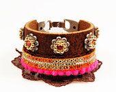 Leren hippie armband - naturel leer brede armband - bohemian gypsy stijl - oranje, roze, fuchsia band en kant - Swarovski. €44,95, via Etsy.