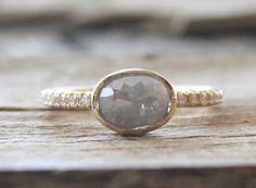 Ovale Kissen Grau Rose Cut Diamond Bezel Ring in 14K von Studio1040