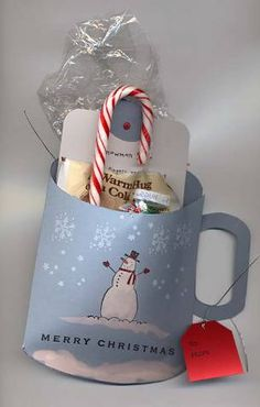 Snowman Soup by Doris B - Cards and Paper Crafts at Splitcoaststampers Snowman soup. I revamped the mug template from Mirkwood website so that you could easily cut the inside of the handle with the Key Tag punch. Diy Xmas, Christmas Craft Fair, Cheap Christmas Gifts, Christmas Paper Crafts, Christmas Tag, Homemade Christmas, Christmas Projects, Holiday Crafts, Snowman Soup