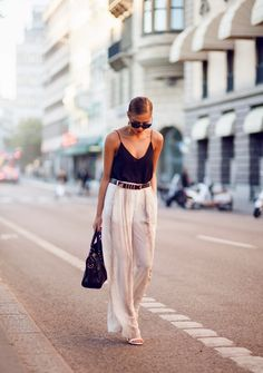 white palazzo pants for summer. so chic! // street style