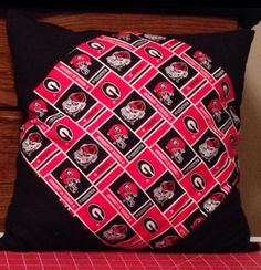 Georgia Bulldogs pillow matches quilt.