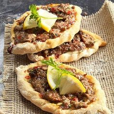 If you love middle easternchaldean food then this recipe book is lahem be 3ajeen mince recipesoriental foodmiddle eastern forumfinder Images