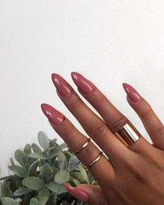 Nails Gel Acryl Acrylic Solar Nagels Long Almond Shape Classic Pink Roze Rose Gold Rings Goude Ringen Elegant Chic Inspiration More On fashionchick Cute Nails, Pretty Nails, Nailart, Acryl Nails, Nail Polish, Nail Ring, Girls Nails, Nail Envy, Nail Games