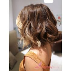 Your Look With These Inspired Cute Short Haircuts For 2015 Short ombré hair with more color at the front. This is exactly what I want!Short ombré hair with more color at the front. This is exactly what I want! Love Hair, Great Hair, Amazing Hair, Pelo Midi, Medium Hair Styles, Curly Hair Styles, Hair Medium, Medium Brown, Medium Cut