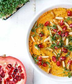 Rezept für einen einfachen gerösteten Möhren-Dip mit Granatapfel, frischer Kresse und Pinienkernen. Ideal um größere Mengen Möhren aufzubrauchen und als Dip, Snack oder Brotaufstrich zuzubereiten.