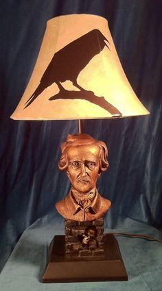 Lámpara Edgar Allan Poe.