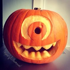 Most popular tags for this image include: Halloween, pumpkin carving, halloween decor, monster inc and mike wazowski Citouille Halloween, Spirit Halloween, Holidays Halloween, Halloween Treats, Halloween Pumpkins, Pumpkin Decorating, Holiday Fun, Minions, Pumpkin Designs