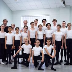 Ballet Boys, Male Ballet Dancers, Girls Dresses, Flower Girl Dresses, Tights Outfit, Chor, Dance Outfits, Cute Boys, Gymnastics