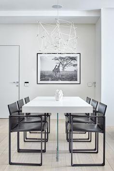 foorni.pl | Nowoczesny apartament w Moskwie, biały stół do jadalni