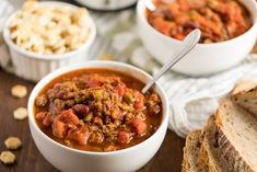 Presidential Chili - Made with a secret ingredient to take this mouthwatering comfort food to a whole new level of deliciousness! Best Hearty Chili Recipe, Chili Recipes, New Recipes, Food Pack, Ground Beef Recipes, Chana Masala, Soups And Stews, Slow Cooker, Dessert Recipes