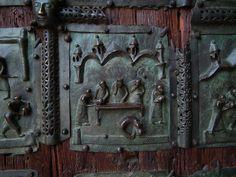 https://ru.wikipedia.org/wiki/Образ_Саломеи_в_изобразительном_искусстве Пир Ирода. Рельеф на дверях церкви Сан-Дзено в Вероне. 12th/13th century.