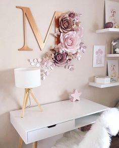 #HabitacionesparaNiñas Paper Flowers Wall Decor, Paper Room Decor, Flower Room Decor, Paper Flower Wall, Wall Flowers, Gray Room Decor, Bedroom Decor, Nursery Wall Decor, White And Gold Decor