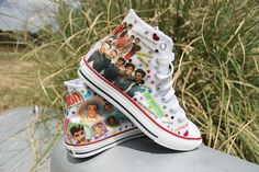 One Direction Fan Custom Shoes. I think I just fainted a couple of seconds ago. One Direction Shoes, One Direction Logo, One Direction Imagines, Custom Shoes, Custom Clothes, Vans Shoes, New Shoes, Accesorios Casual, Girls Dream