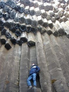 Amazing Geologist ⚒ Basalt Columns, Iceland |#Geology *Photo : © julie723 on Flickr visit : http://www.geologyin.com/