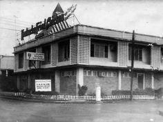 An old kfc pic circa 1967 Manila Philippines - philippines holiday Old Photos, Vintage Photos, Philippine Architecture, Philippine Holidays, Filipino Culture, Manila Philippines, Historical Pictures, Pinoy, Island