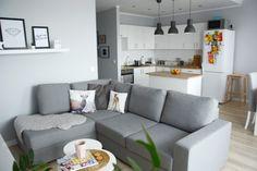 Na biurku Oli: PROJEKT TANIE MIESZKANIE- SALON, KUCHNIA I PRZEDPOKÓJ House Plans, Sweet Home, Couch, Inspiration, Living Room, Bedroom, Furniture, Home Decor, Halle