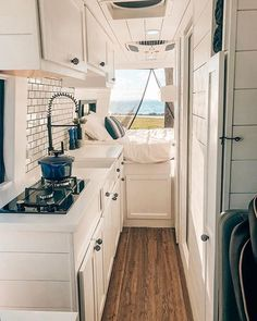 25 Perfect Rv Living Interior Remodel Ideas On A Budget Campervan Interior, Rv Interior, Motorhome Interior, Interior Ideas, Interior Design, Van Living, Tiny House Living, Kombi Trailer, Kombi Home