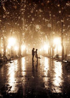 Wow! Zo mooi! Wel even checken of je fotograaf dit kan, want foto's maken in het donker is best lastig...