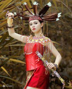 Indonesian Girls, Borneo, Western Outfits, Indian Ethnic, Beautiful Asian Girls, Modern Fashion, Traditional Dresses, Asian Woman, Asian Beauty