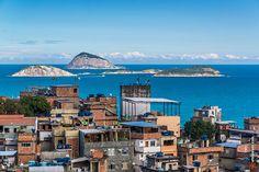 Morro do Pavão e Ilhas Cagarras ao fundo - Rio de Janeiro, Brasil. www.arteparada.com www.facebook.com/arteparada  #favela #pavao #morro #ipanema #riodejaneiro #rj #sea #urban #cagarras #islands