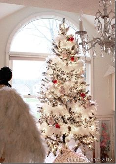Chic Christmas White Marabou Feather Garland by TheFrenchSecret Rose Gold Christmas Decorations, Diy Christmas Garland, Diy Garland, Garland Decoration, Christmas Trees, Christmas 2019, Peacock Christmas, Christmas Specials, Xmas Decorations