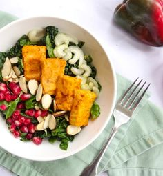 Creamy ranch kale salad with baked buffalo tofu, celery, toasted almonds, and homemade vegan ranch dressing. Veg Recipes, Healthy Salad Recipes, Lunch Recipes, Lunch Foods, Buffalo Tofu, Vegan Comfort Food, Vegan Food, Vegan Ranch, Kale Salad