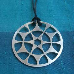 Sterling Silver Mandala Necklace por Tresorsdeplata en Etsy